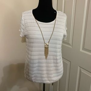 Short sleeve top with attached necklace size XL